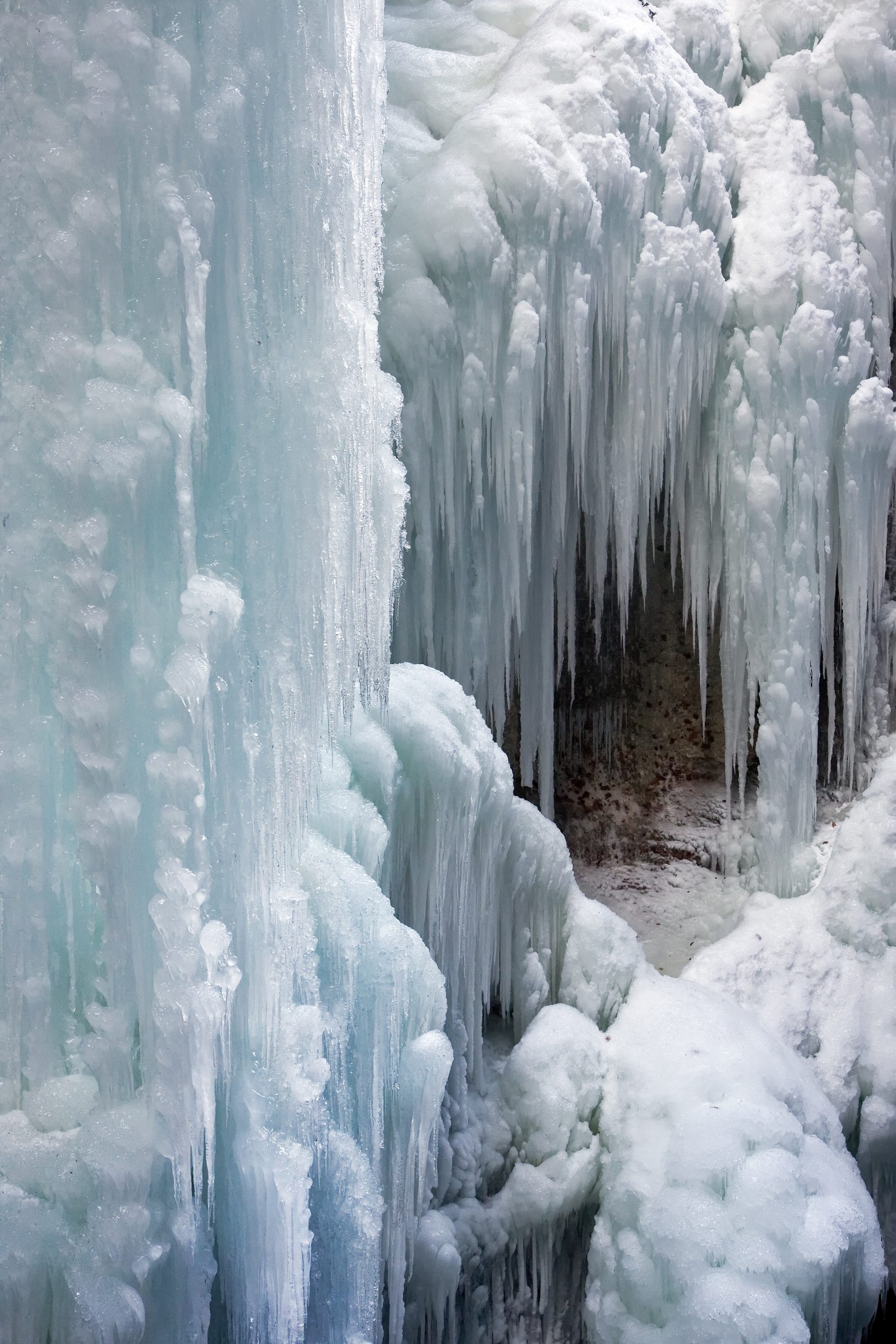 """Icicles Partnachklamm rb"" by Richard Bartz - Own work. Licensed under CC BY-SA 2.5 via Wikimedia Commons"